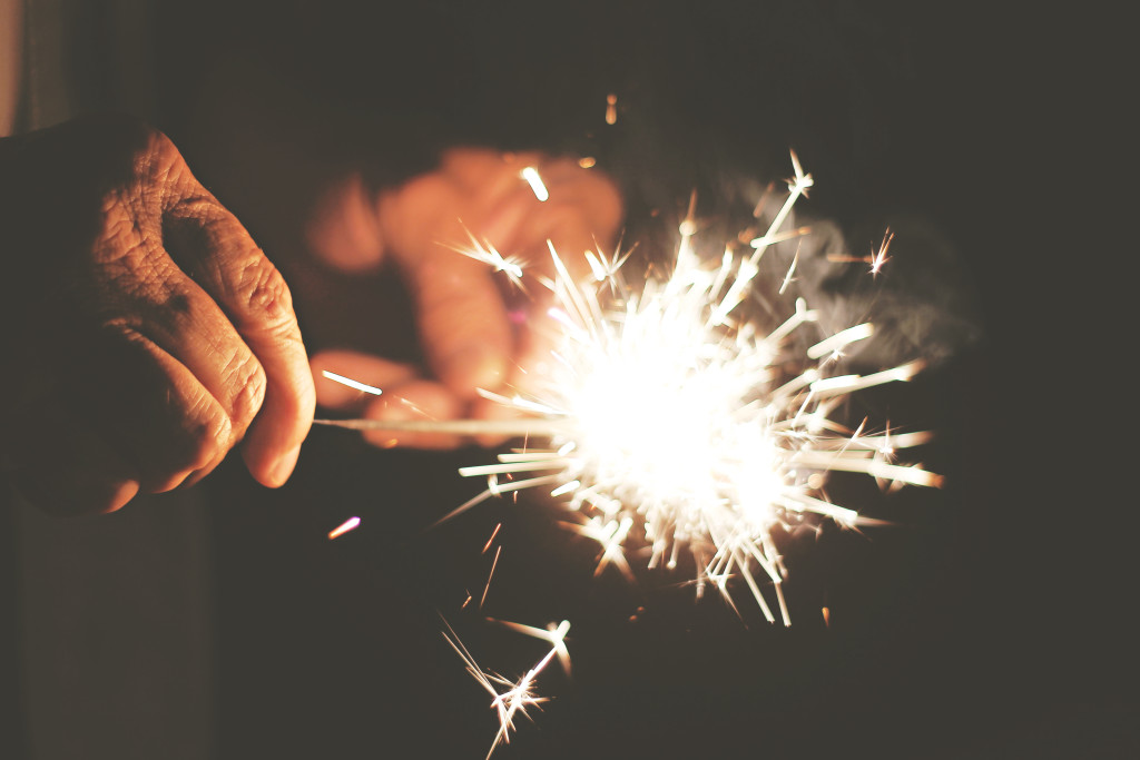 DIGIT_hands-new-years-eve-sparkler-2308